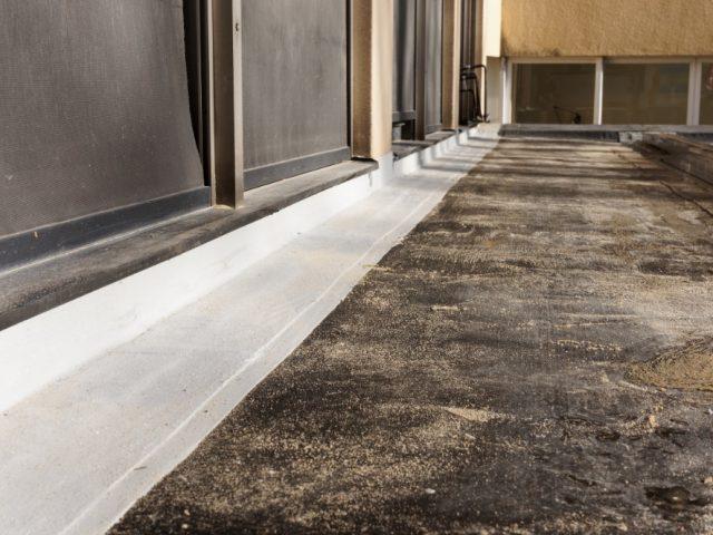 Seina ja katuse liide PMMA vedelplastiga