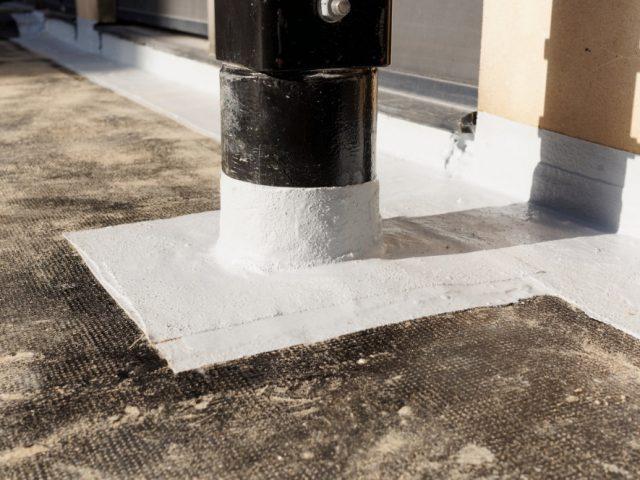 Tugijala katuse läbiviigu ülespööre PMMA vedelplastiga